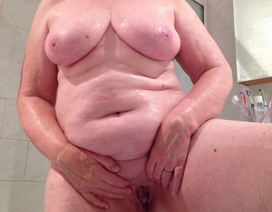 Nakenbad med en stor kvinna